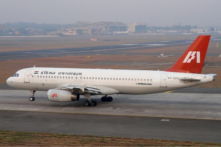 Logo of Indian_Airlines_on_Airbus_A320_SDS-5